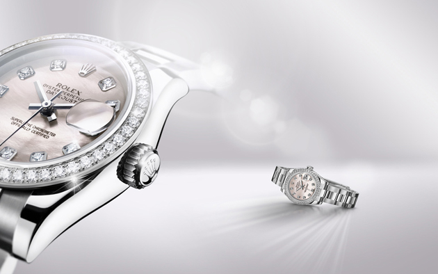 La Lady-Datejust en Rolesor gris, alliage unique d'acier 904L et d'or gris 18 ct, sublimée par une lunette et un cadran sertis de diamants.