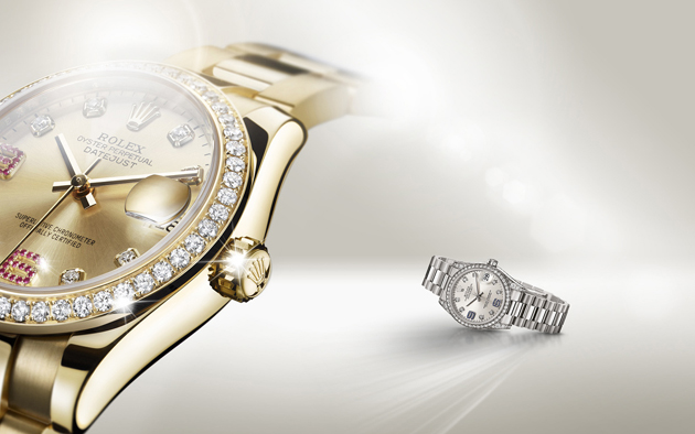 La Datejust Lady 31 en or jaune 18 ct serti de diamants et de rubis, et en or gris 18 ct, serti de diamants et de saphirs.
