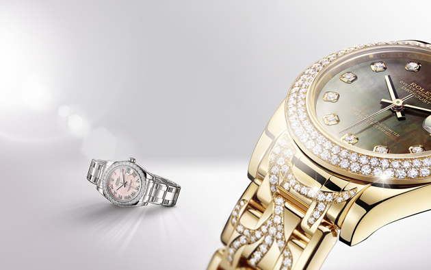 La Datejust Special Edition en or jaune 18 ct et en or gris 18 ct, les deux modèles sertis de diamants.