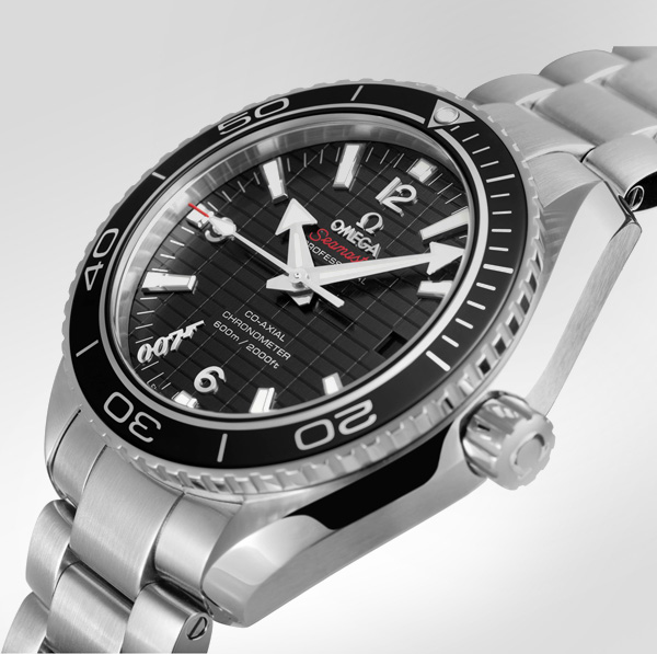 la montre de james bond dans skyfall une omega seamaster planet ocean. Black Bedroom Furniture Sets. Home Design Ideas