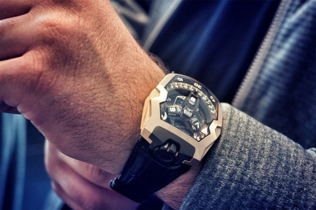 Montre Urwerk UR-210 en or rose