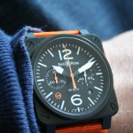 Montre BR 03-94 Carbon-Orange Ltd au poignet - Bell & Ross