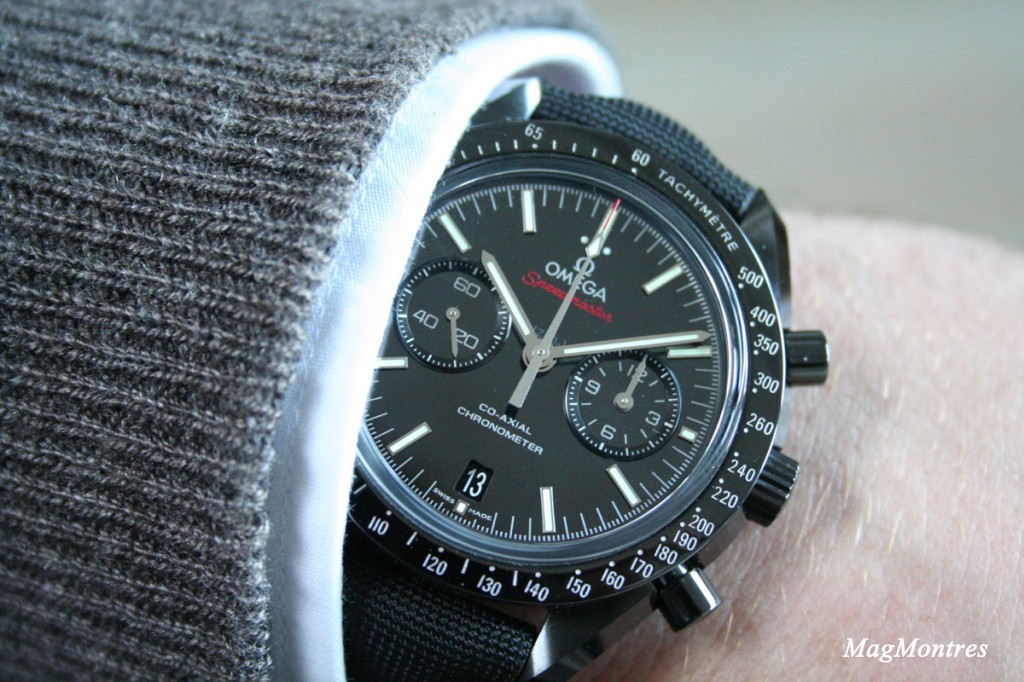 Montre Omega Dark Side of the Moon au poignet