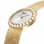 Montre traditionnelle ovale 27 x 22 mm, en or rose 18k sertie de 24 diamants taille brillant
