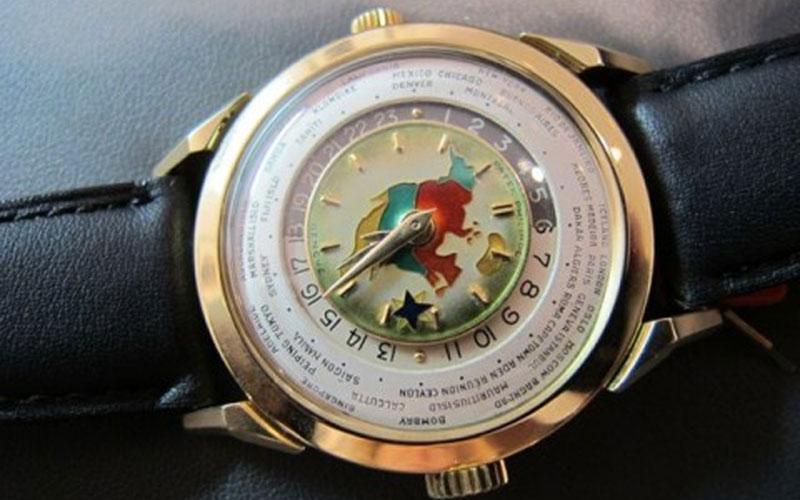 Patek Philippe 2523 Heures Universelles de 1955 - Classement des montres les plus chères du monde