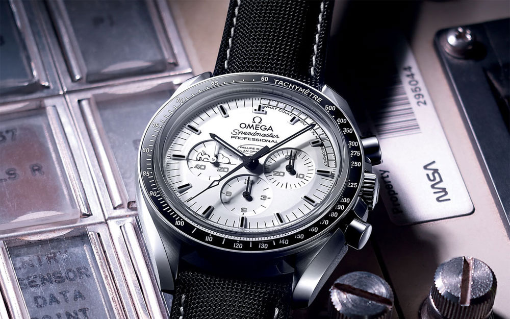 Omega Speedmaster Professional Silver Snoopy Award Apollo 13