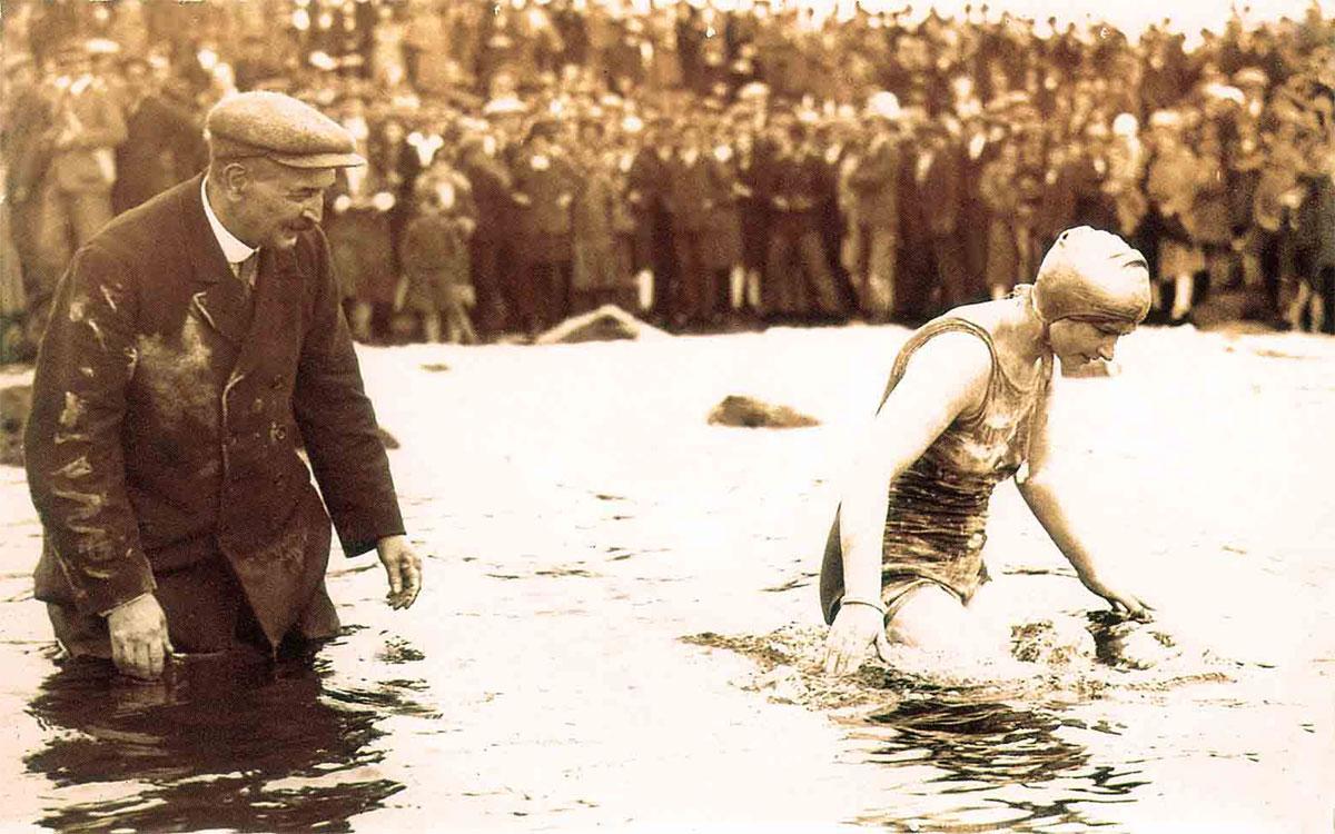 1927 : Mercedes Gleitze traverse la Manche avec la Rolex Oyster